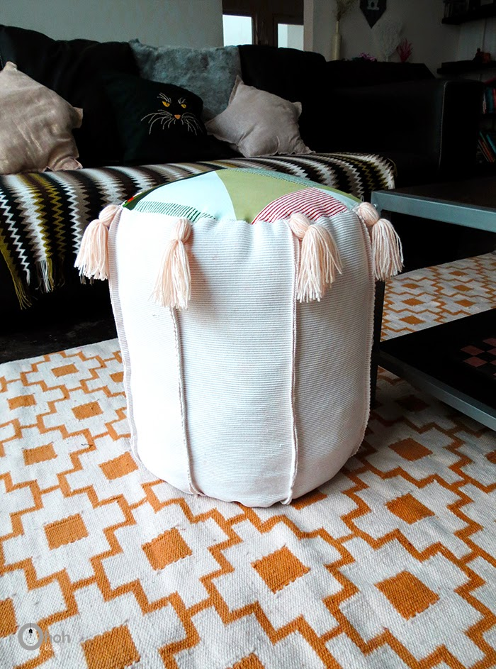 colorful-diy-tassel-pouf-from-old-fabric-straps-7
